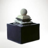 Csobogó,piramis labdával -